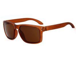 Solbrille med brunt glas.