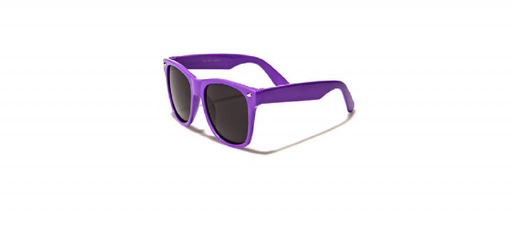 lilla Wayfarer solbriller med sort glas.