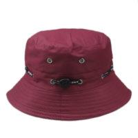 Vinrød bucket hat.
