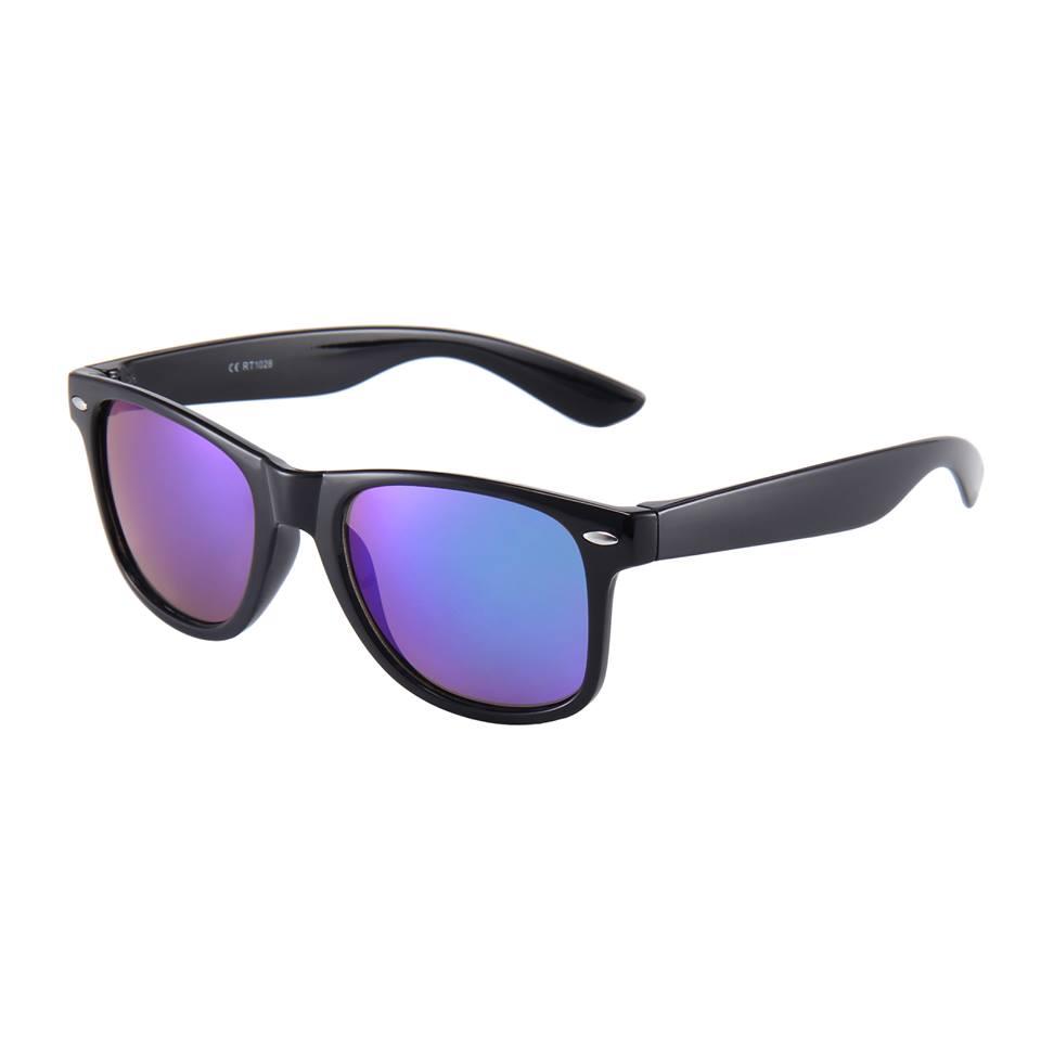 Solbriller med lilla spejlglas.